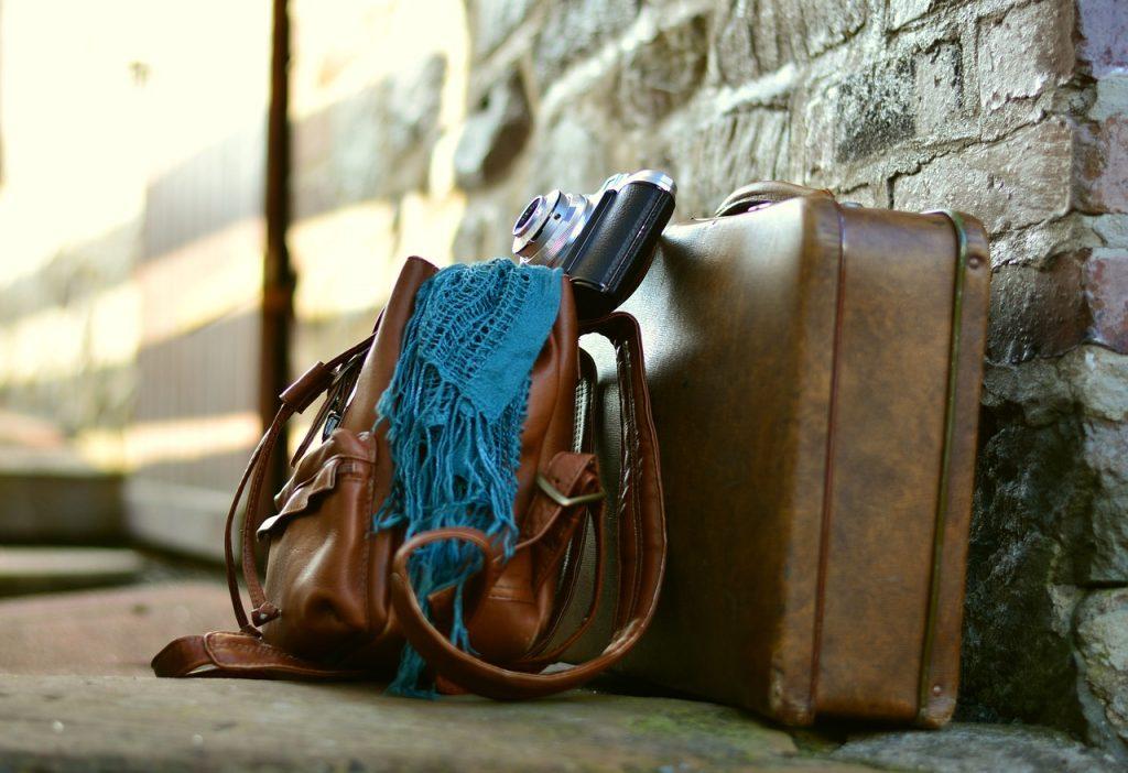 Prima di riempire la valigia, bisogna provvedere a pulirla per bene, sia all'interno che all'esterno.