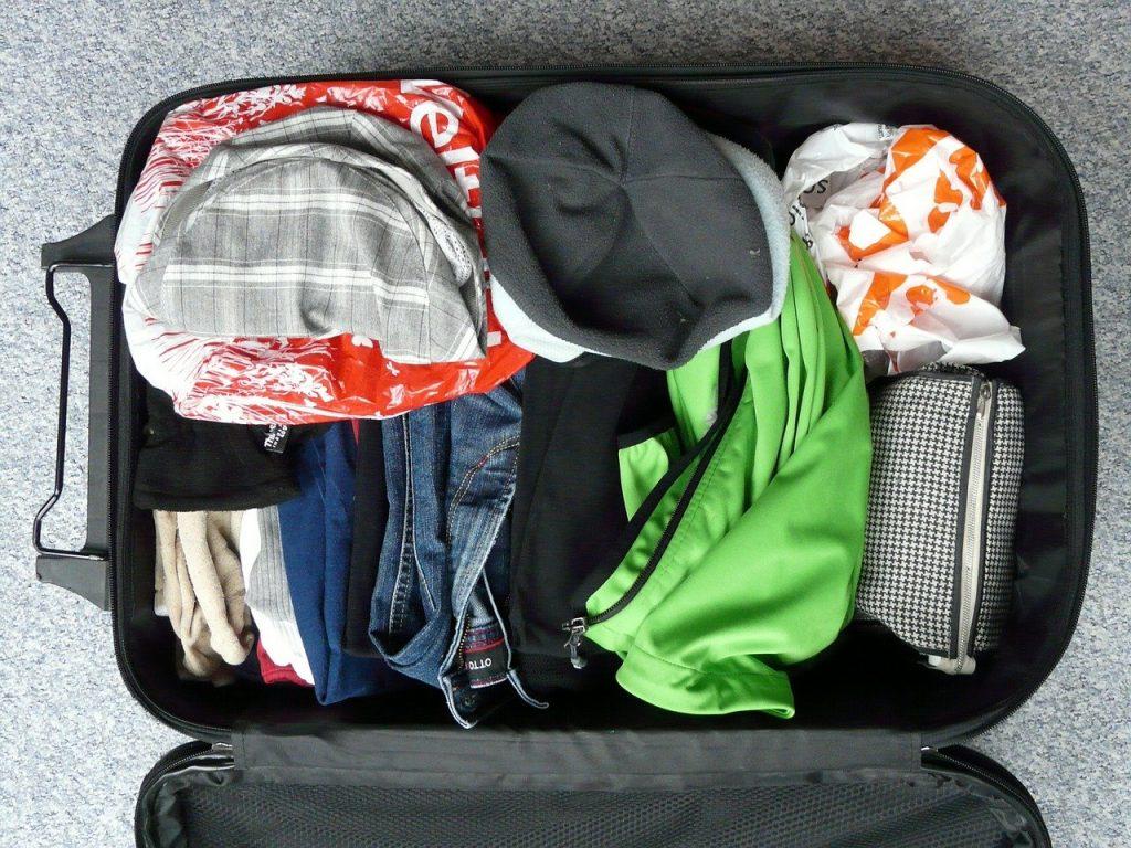 Il sacchetto della biancheria puoi infilarlo negli spazi liberi della valigia, tanto non si stropiccia!