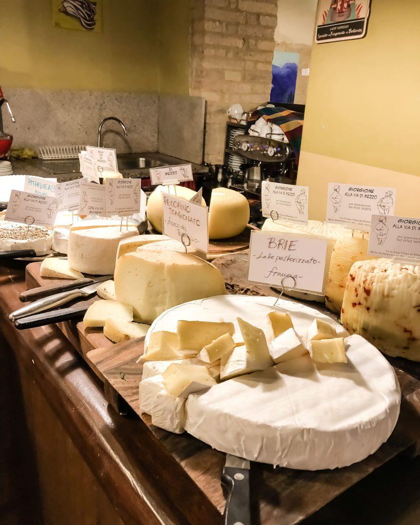 Tutti gli ingredienti usati a la via di mezzo, il famoso ristorante di Giorgio barchiesi, sono tipici del territorio e dunque a km zero.