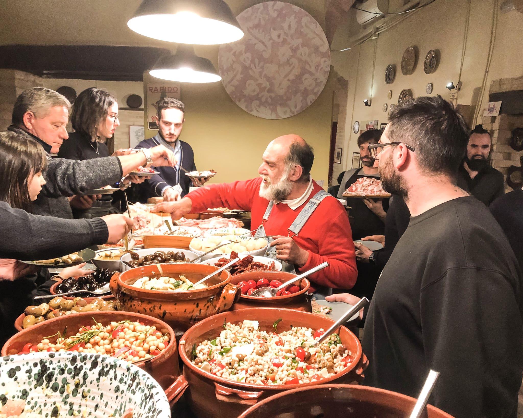 """A cena da Giorgione """"Orto e cucina, al ristorante La via di mezzo, presso Montefalco."""