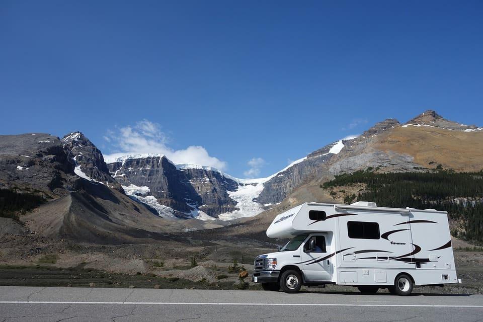 Viaggiare in camper ti permette di esplorare il mondo in tutta libertà, rispettando i tuoi tempi e regalandoti esperienze uniche e indimenticabili.