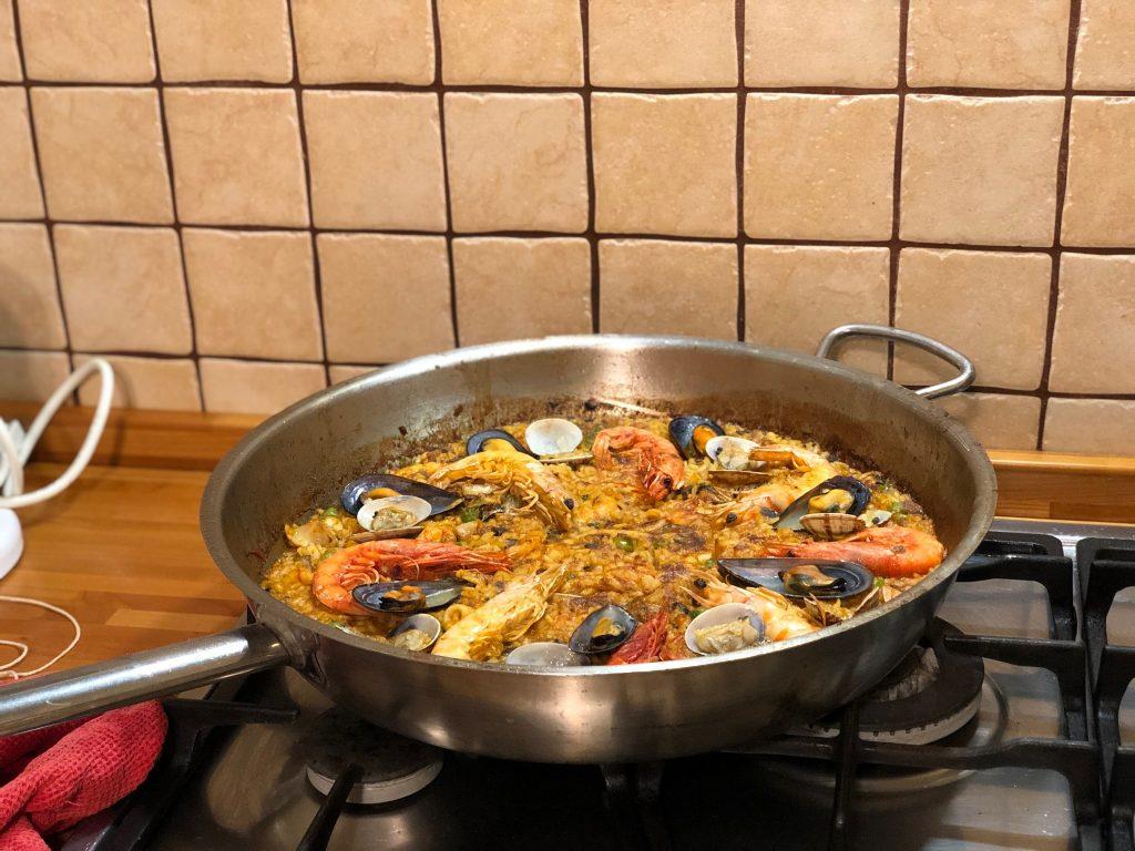 Paella, come fare la paella a casa, ricetta della paella, trevaligie