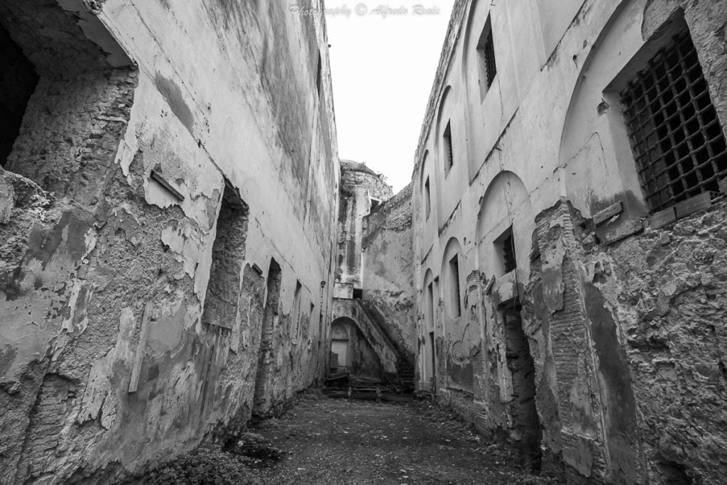 L'ex carcere militare di Gaeta, temuto per centinaia di anni da ogni maschio italiano.