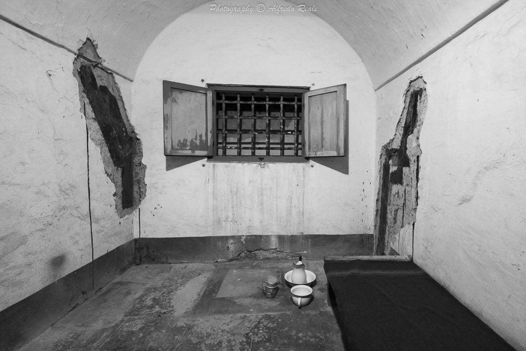 Una cella dell'ex carcere militare di Gaeta, prigione temuta e famosa per aver ospitato due famigerati nazisti: Kapler e Reder.