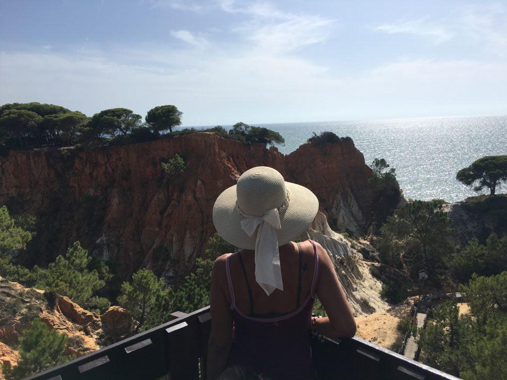 Numerosi sono i resort esclusivi che Si affacciano sulle splendide falesie di Albufeira. Tutti hanno una vista pazzesca sull'oceano.