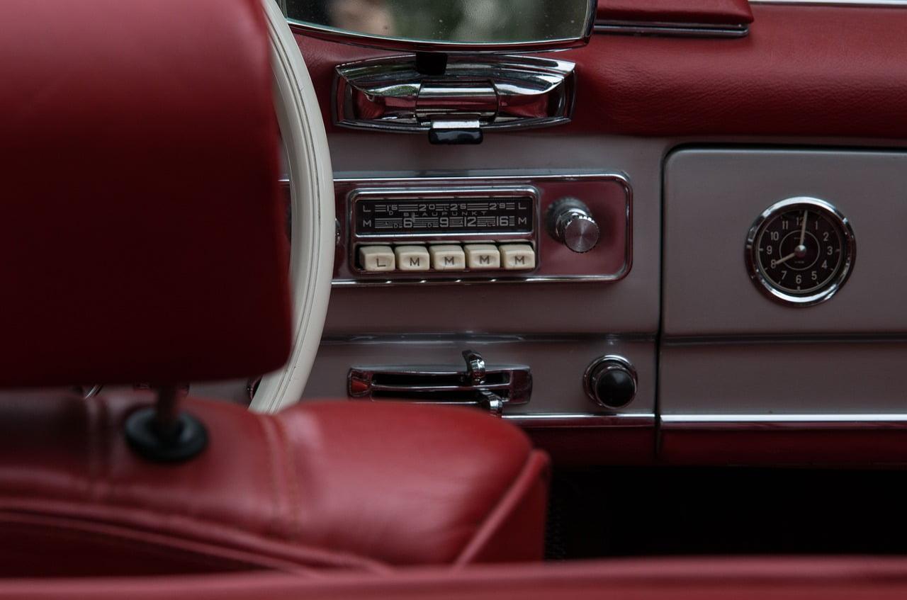 Prepara una playlist per il tuo viaggio on the road, ti darà la giusta carica per affrontare gli spostamenti.