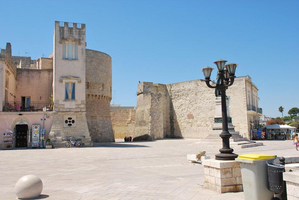 Il Castello Aragonese di Otranto è il simbolo della città, e oggi accoglie mostre ed eventi di grande importanza.
