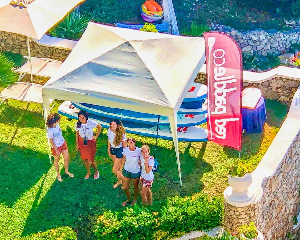 La delegazione di Travel Blogger Italiane in posa per il Sup Club del Grand Hotel Le rocce. In collaborazione con RedPaddle&Co Germany.