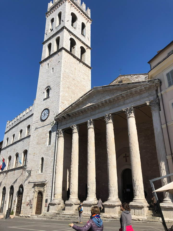 Dopo aver cambiato diverse destinazioni d'uso il Tempio di Minerva è divenuto una chiesa cattolica.