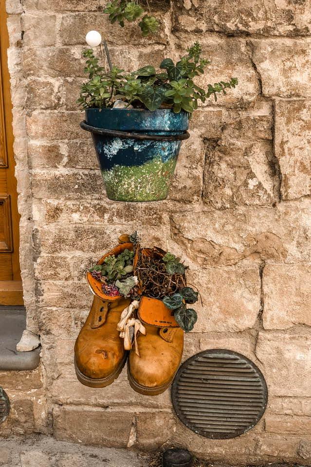 Sono tanti i particolari che catturano l'attenzione durante una passeggiata ad Assisi.