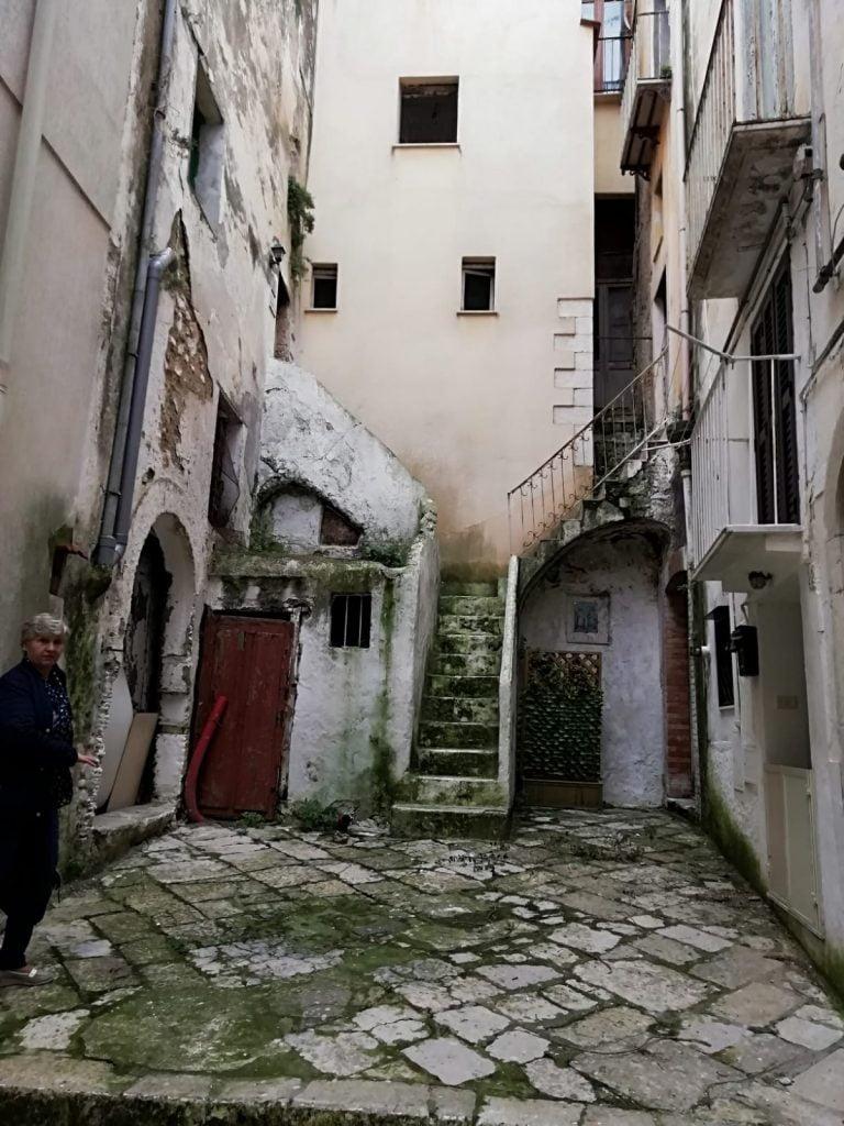 Vivo 18 di Via dell'Indipendenza come era originariamente. Prima che Fabrizio e Viviana lo trasformassero in uno dei più belli scorci della città.