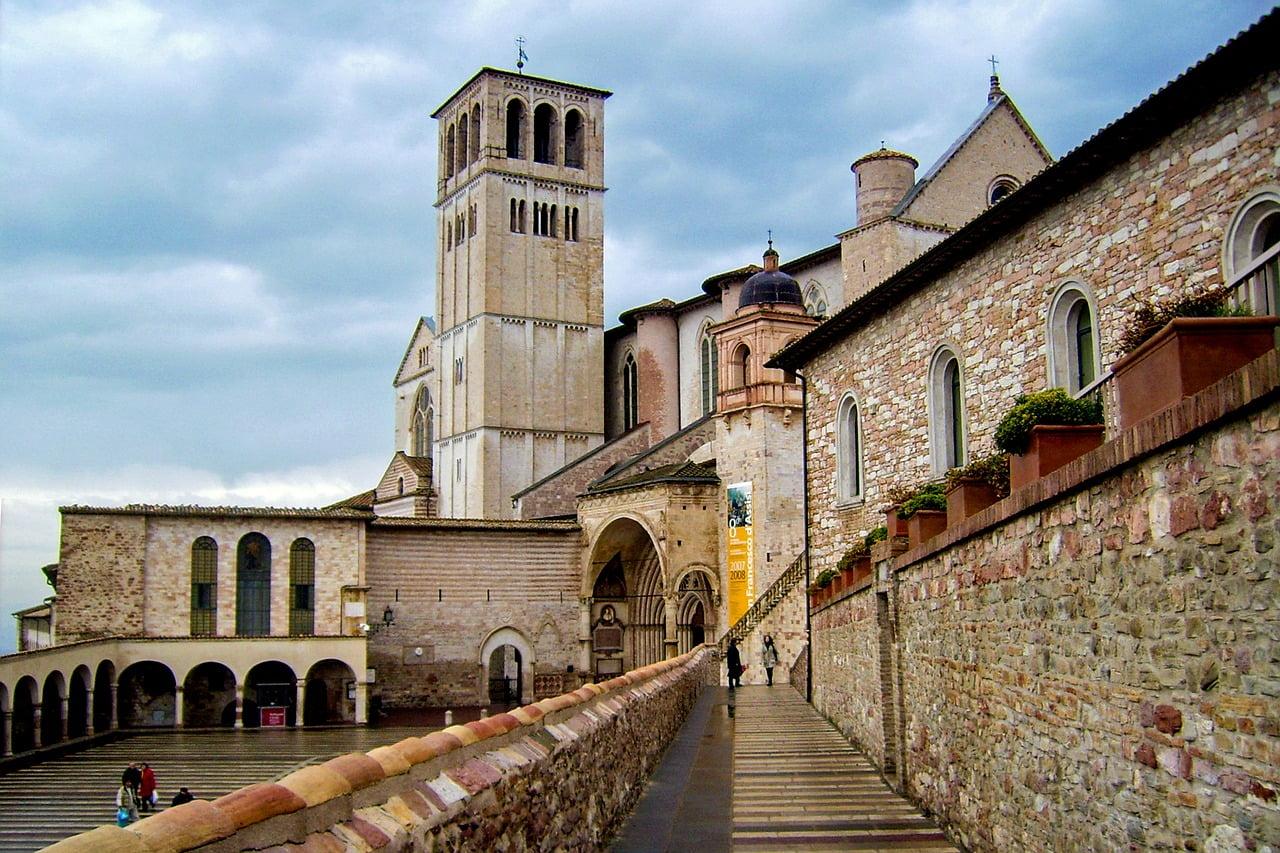 Assisi è una delle città più belle dell'Umbria, ricca di storia e di cultura.