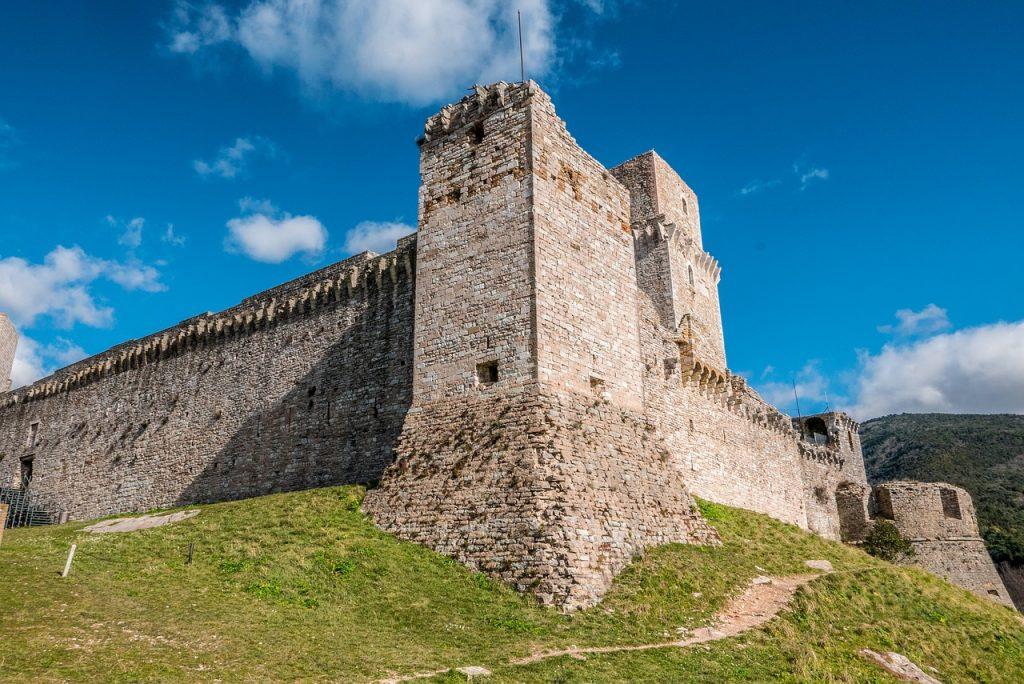 Dalla Rocca di Assisi Si ha una splendida visuale sulla città e sulle colline circostanti.