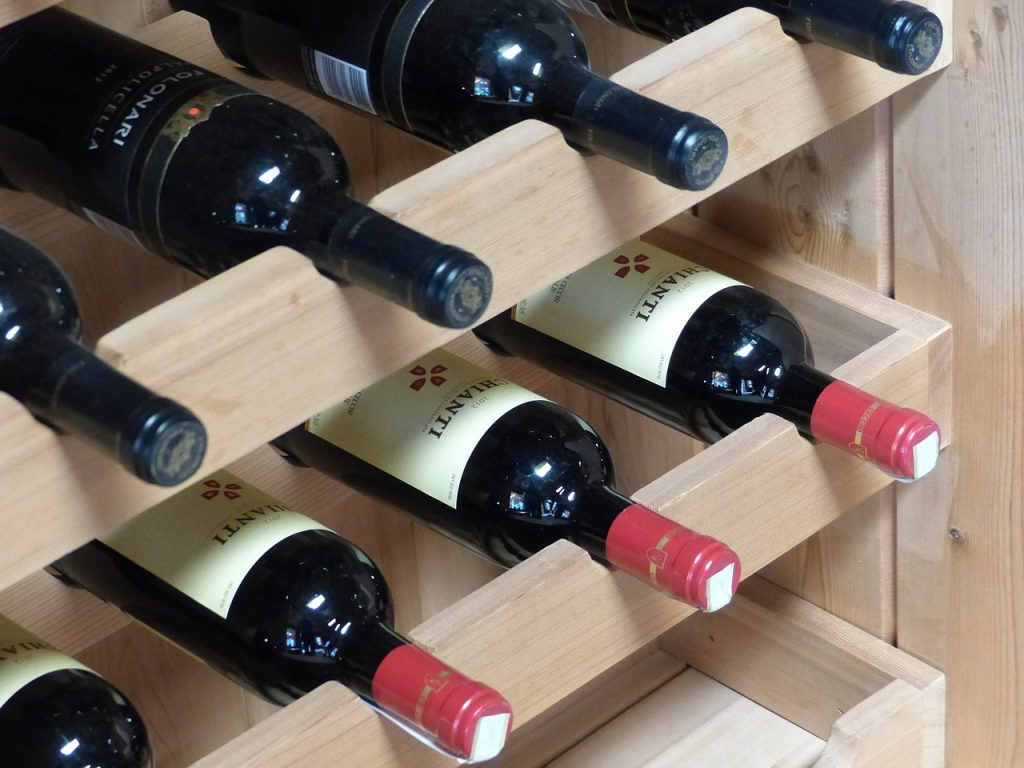 La zona del Chianti è da sempre territorio di vigne. I vigneti di Greve danno vita al Chianti Classico, un vino corposo dal color rubino, famoso in tutto il mondo.