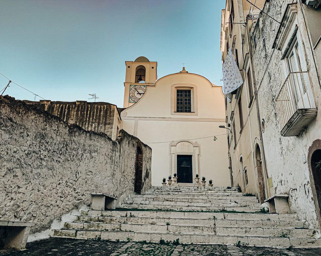 La Chiesa della Madonna di Porto Salvo è un punto di riferimento per gli abitanti del borgo.
