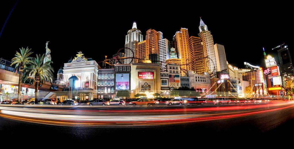 Il New York New York è uno degli hotel più scenografici di Las Vegas, e le sue montagne russe sono davvero pazzesche.