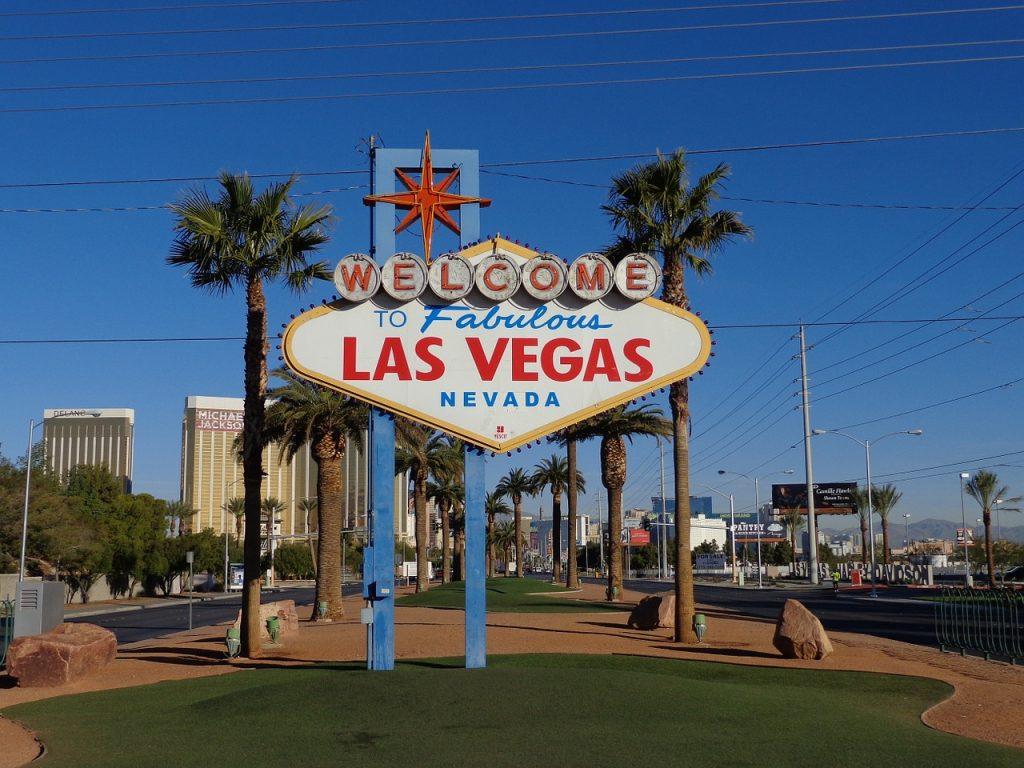 Dopo circa quattro ore di viaggio, tra paesaggi desertici meravigliosi, arrivi a Las Vegas, la città dei sogni.