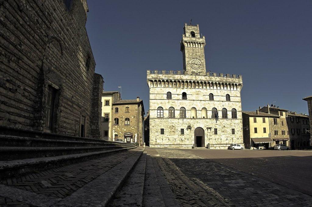 Piazza Grande è il fulcro di Montepulciano. Con i suoi edifici rinascimentali e medievali è un punto di ritrovo sia di local che di turisti.