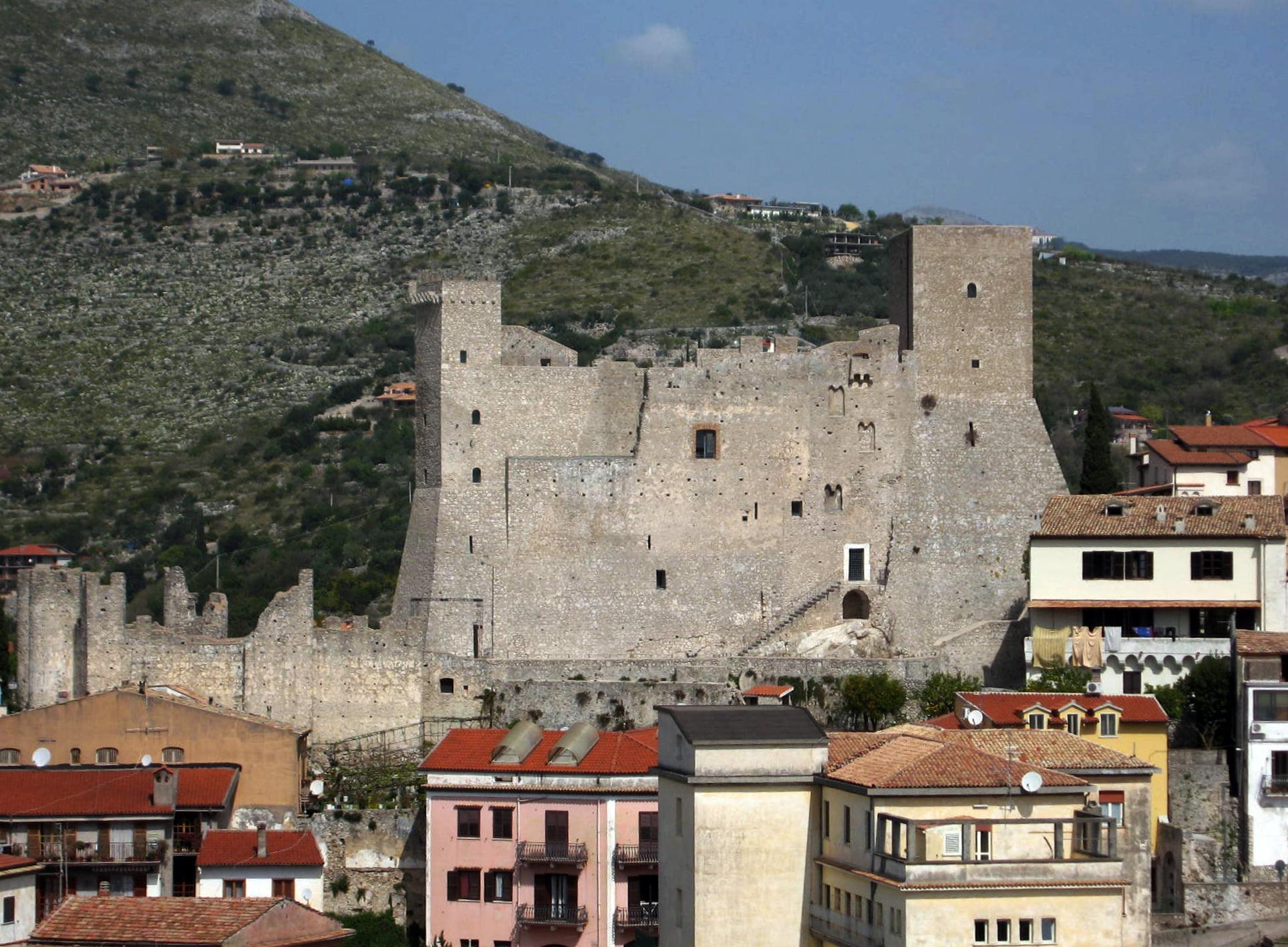 Passeggiata a Itri, meraviglioso borgo medievale del basso lazio.