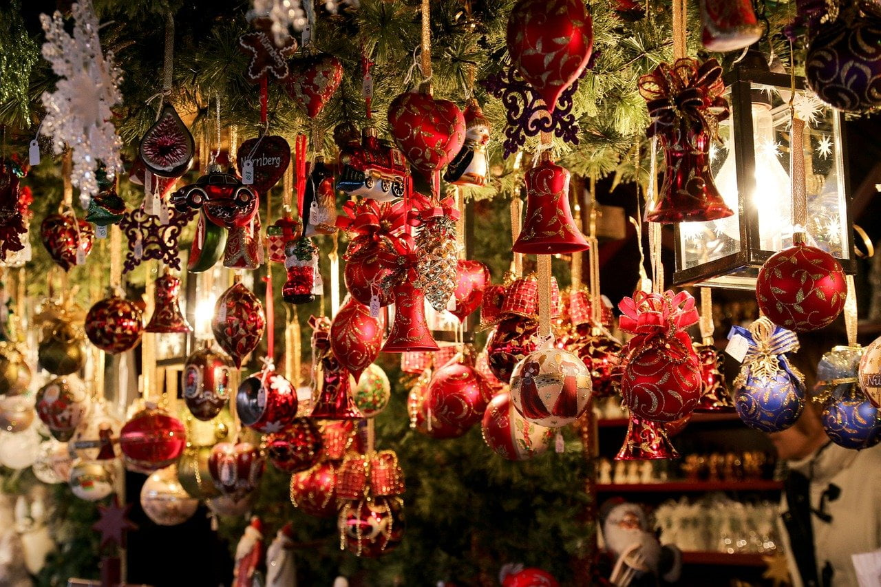 Rovereto si contraddistingue per la sua preziosa atmosfera natalizia, che non rimane confinata ai mercatini di Natale, ma avvolge tutto il paese in un misto di gioia e stupore.