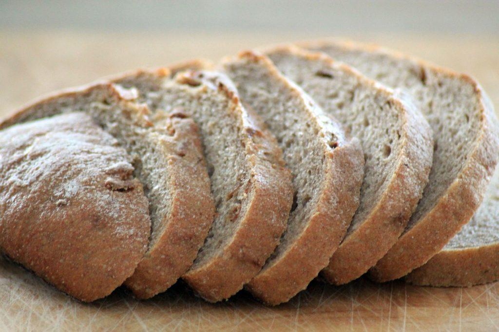 Il pane sciapo è alla base della cucina toscana e diventa ingrediente principale in diverse preparazioni, come i crostini.