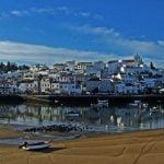 Ferragudo è uno splendido borgo dell'Algarve, dove il tempo sembra essersi fermati ai primi anni '50. Ideale per chi ama viaggiare on the road.