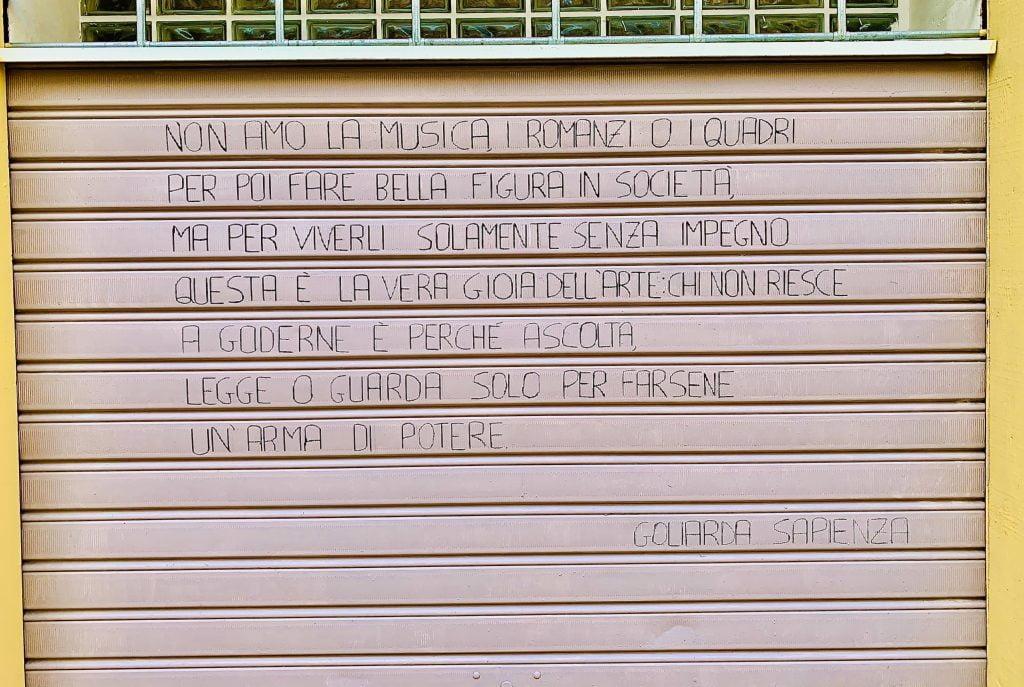 Ogni scorcio di Piazza Goliarda sapienza è stato decorato e realizzato grazie all'Associazione Abbelliamo Gaeta.