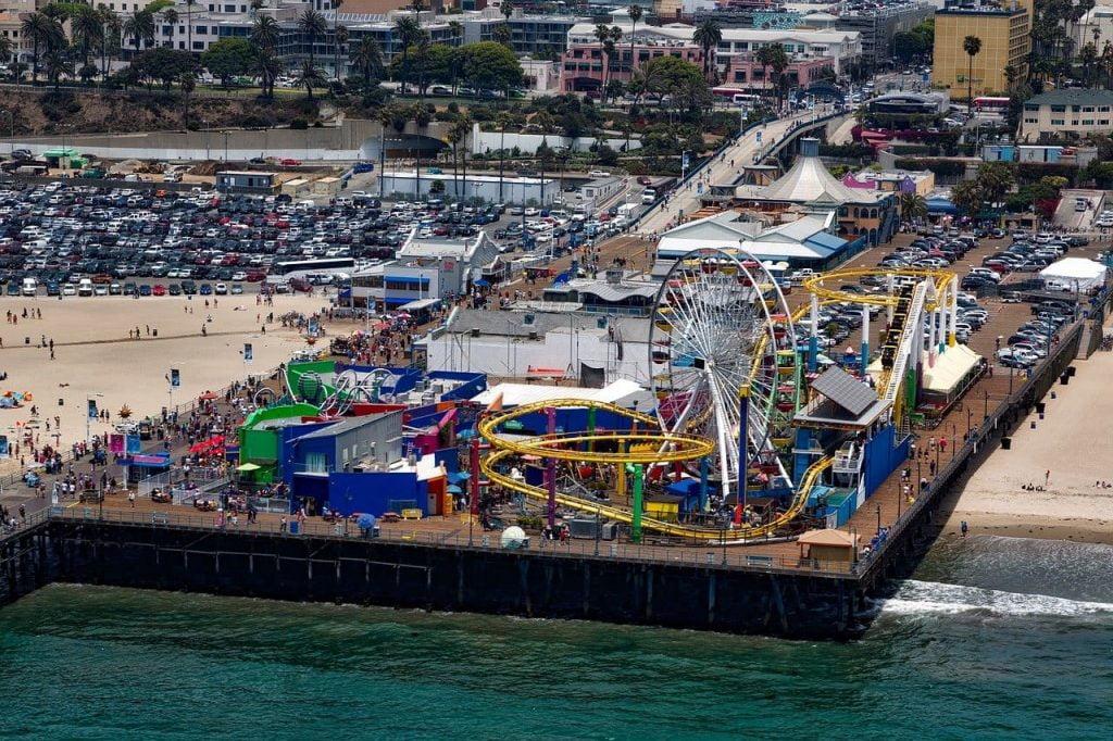 Tappa immancabile durante un viaggio on the road negli States, il molo di Santa Monica rimane un icona indiscussa della costa californiana. Ideale anche per famiglie con bambini.