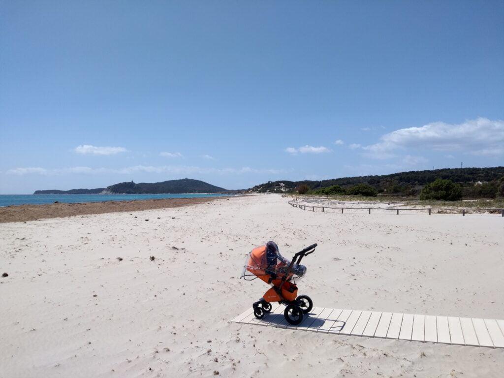 """Raffaella ha fatto un bellissimo road trip in Sardegna in famiglia. Il suo consiglio:""""Nel bagaglio, immancabile un abbigliamento """"a cipolla"""" per far fronte ai repentini cambi di temperatura e al vento, compagno di viaggio sempre presente."""""""