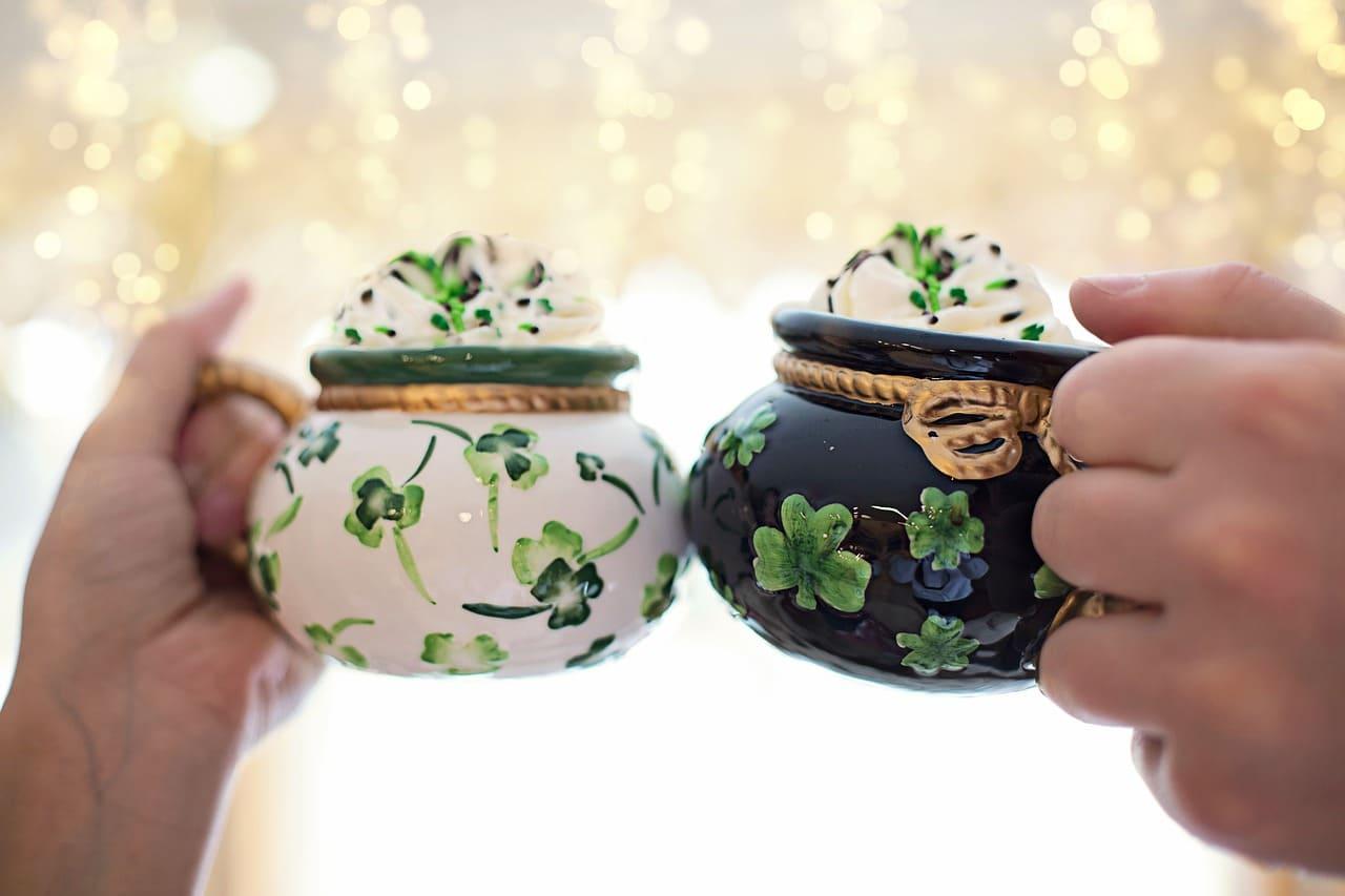 La festa di San Patrizio viene celebrata non solo in Irlanda, ma anche in altre parti del mondo, seguendo gli stessi riti e le stesse tradizioni.
