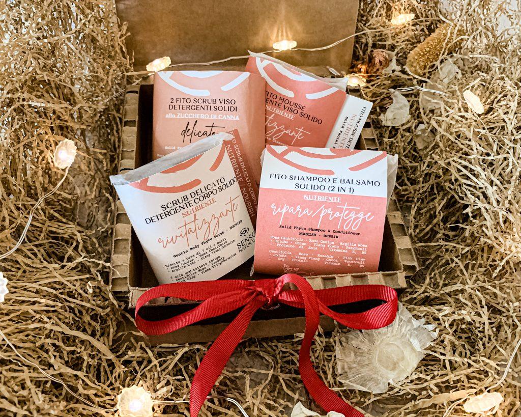 I cosmetici solidi di SensoNaturale hanno anche un packaging accattivante, in materiale riciclato, come la carta pergamena alimentare. Possono essere anche preziose idee regalo!