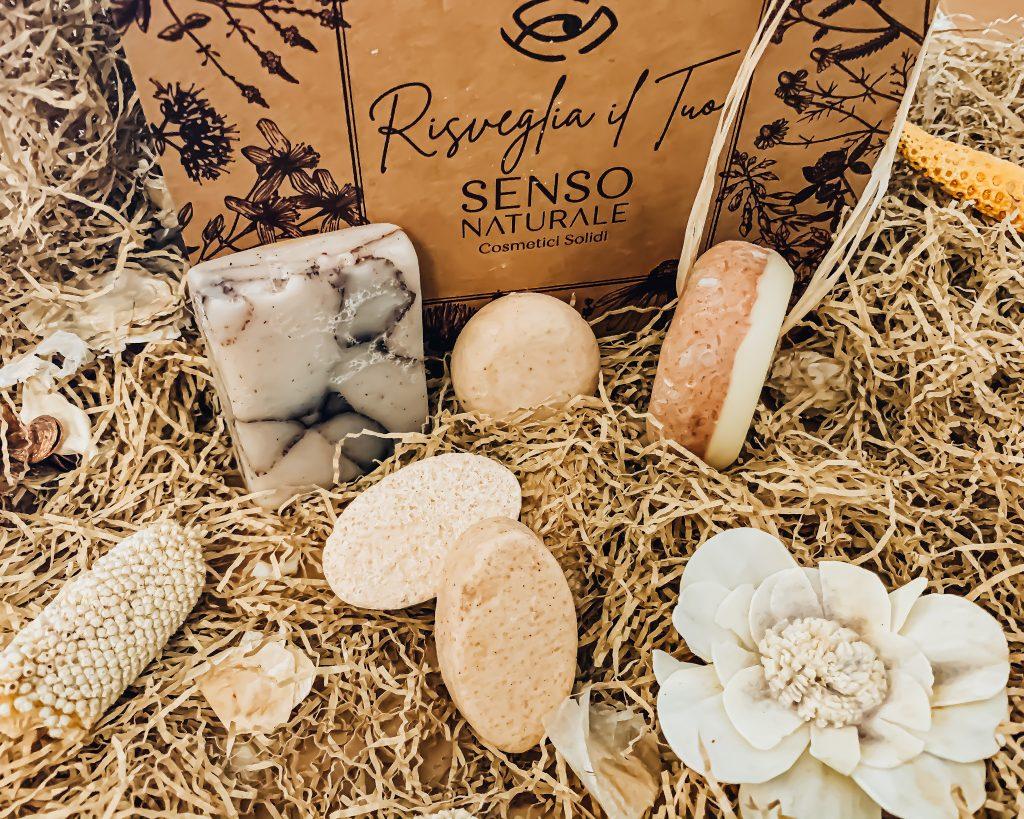 cosmetici solidi di SensoNaturali sono ricchi di sostanze naturali e di estratti botanici. Sono ideali per la detersione quotidiana di tutta la famiglia, perchè estremamente delicati.
