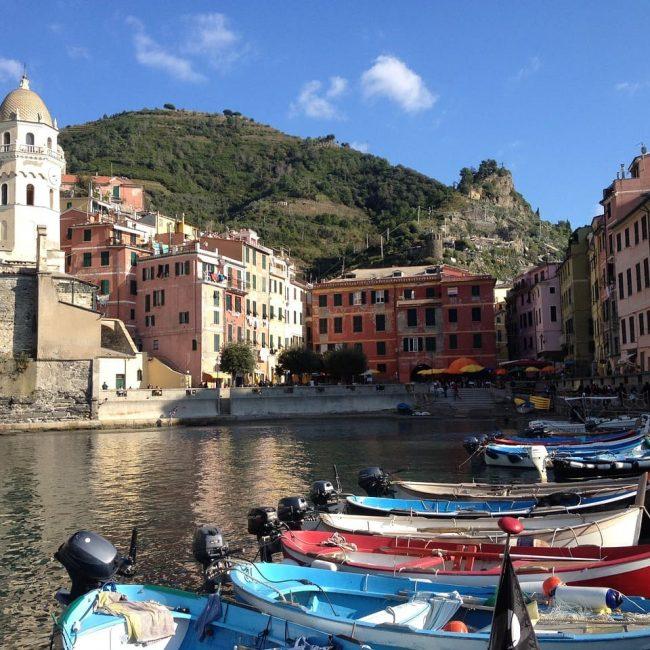 Portofino è uno dei luoghi italiani più famosi nel mondo, visitabile anche con i bambini.