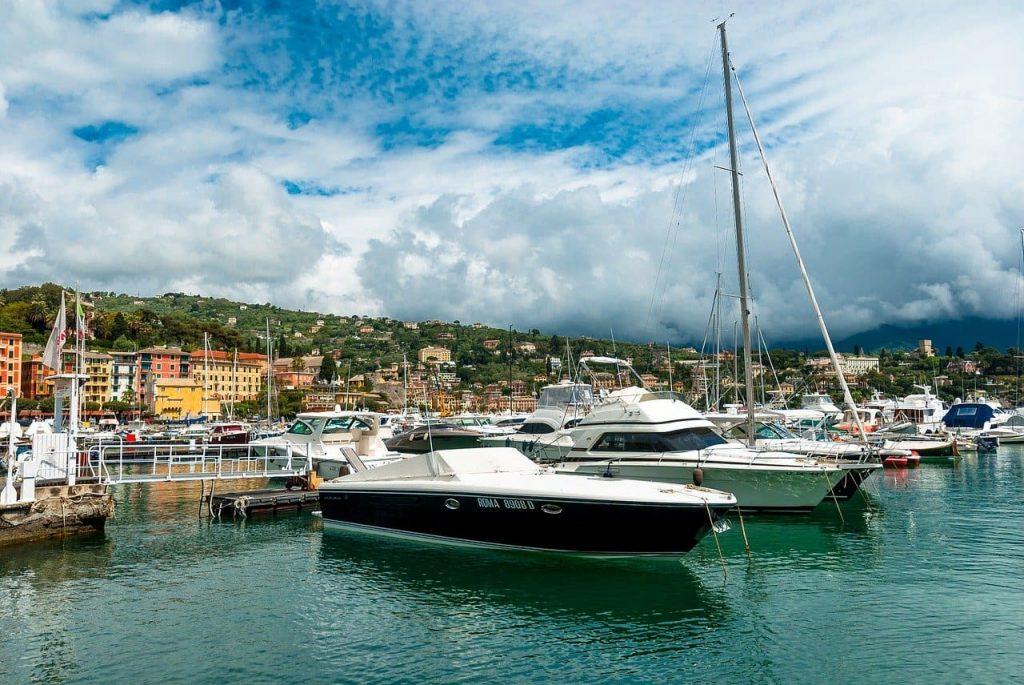 La zone del porto rimane una delle più frequentate di Santa Margherita Ligure. La passeggiata è piacevole, soprattutto durante le belle giornate di sole.