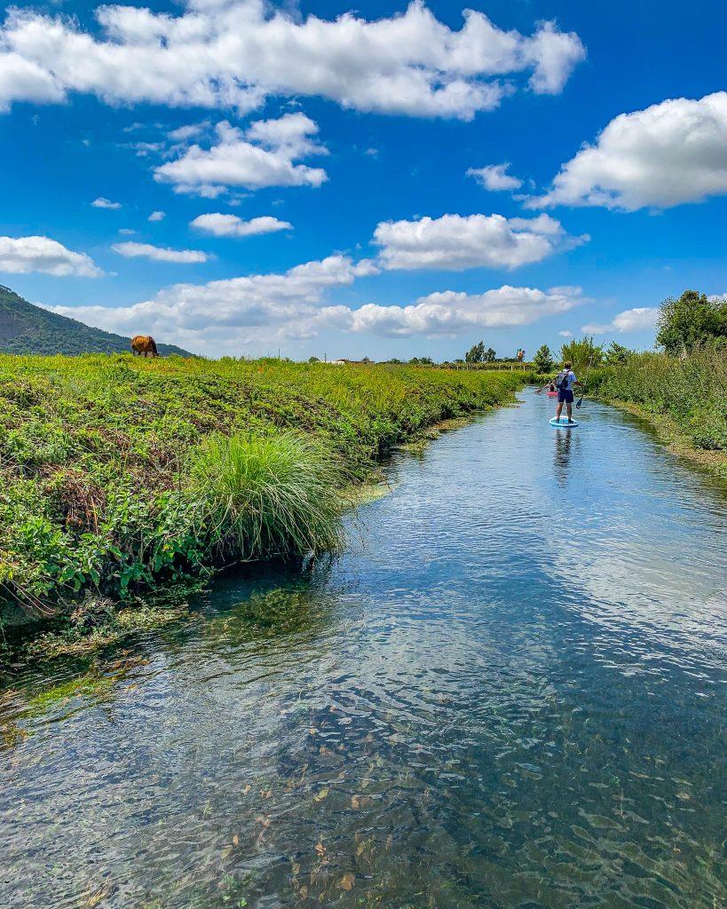 Sul fiume Cavata in Sup e in canoa
