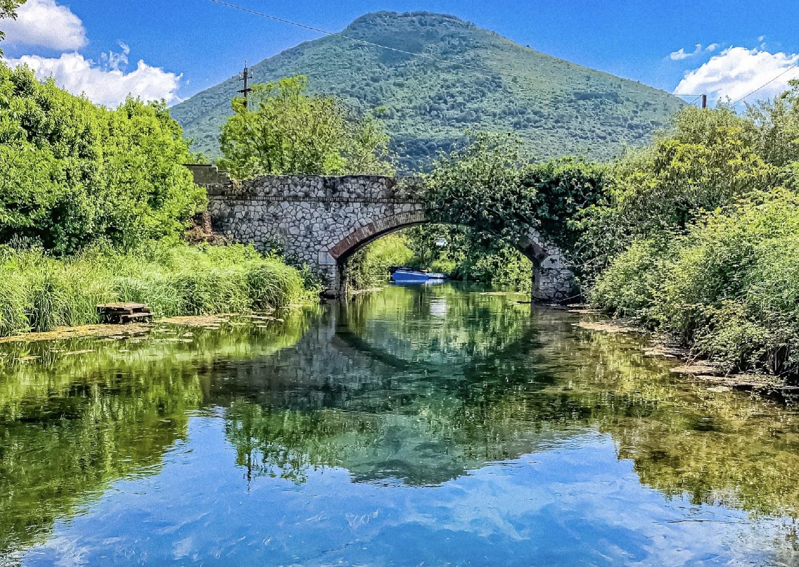 Escursione sul fiume Cavata, vicino Sermoneta, in canoa e in SUP