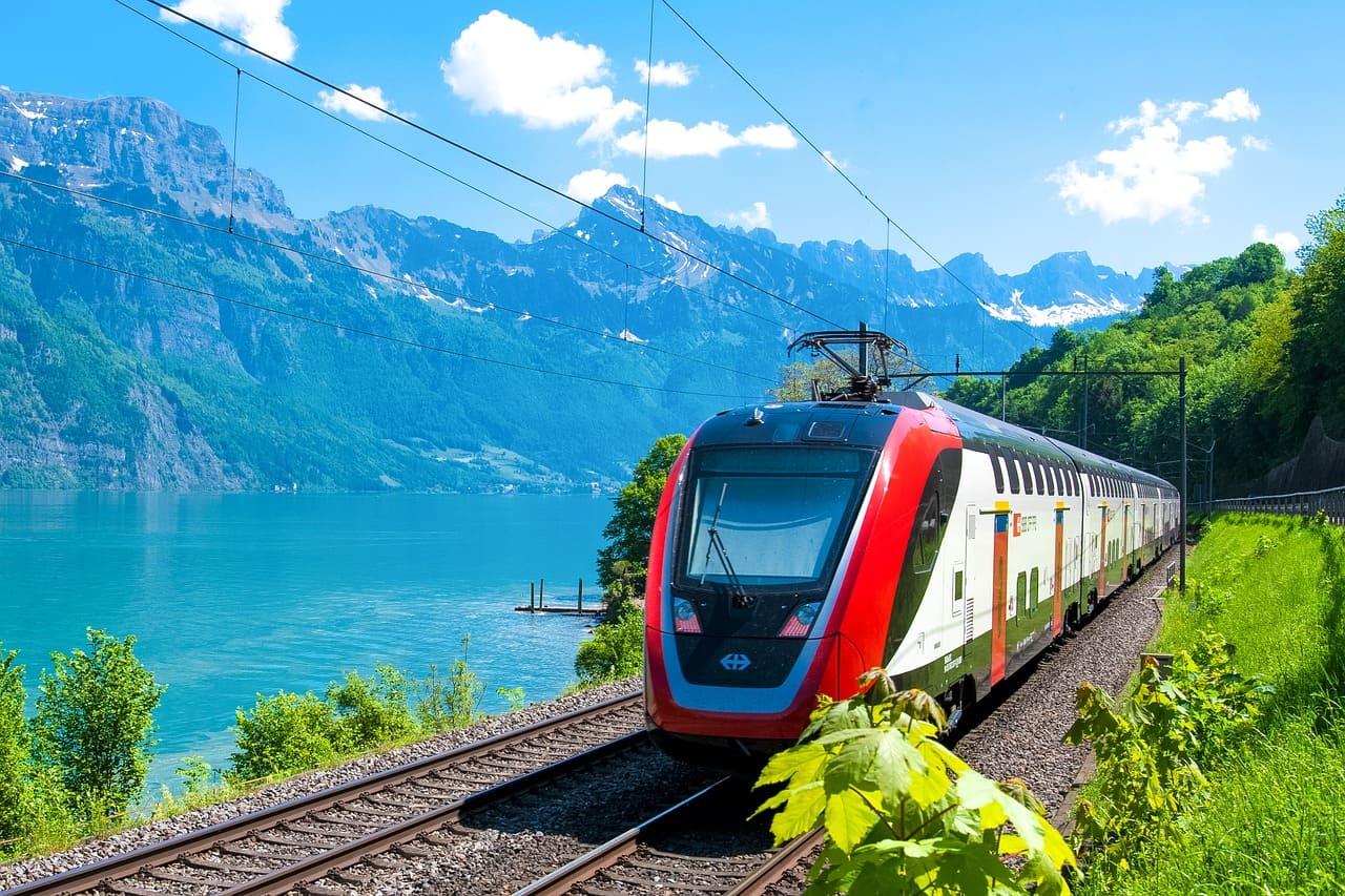 Bus o treno? Viaggio con i mezzi pubblici.