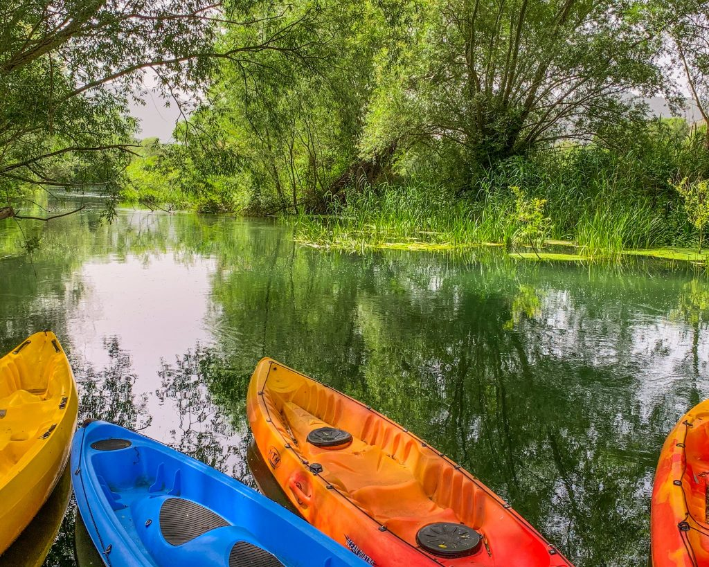 Fiume Tirino in canoa con i bambini
