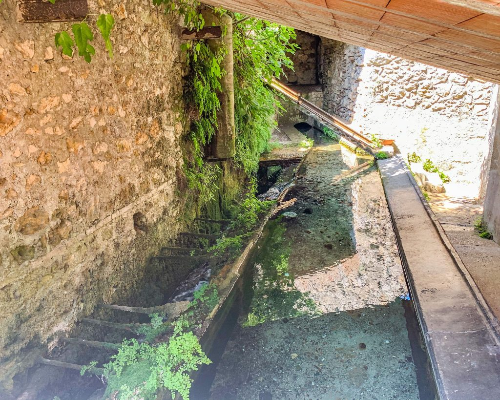 Stifone in Umbria. Il borgo delle sorgenti sul fiume Nera.